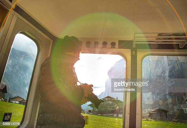 Man sieht aus der Bahn village, halte die Kamera.