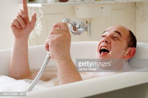 фото в душе моется
