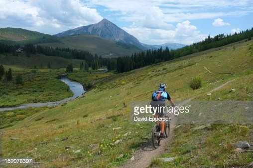 Man mountain biking on trail in Crested Butte : ストックフォト