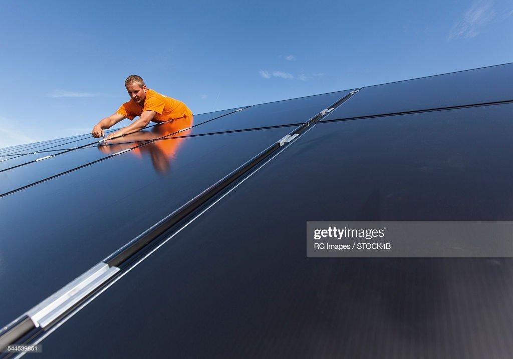Man mounting solar system