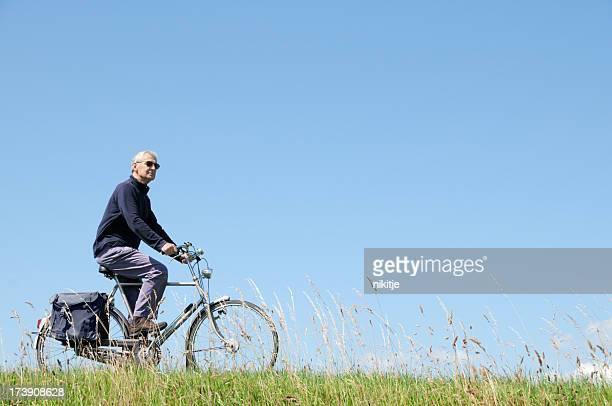 Hombre en una bicicleta