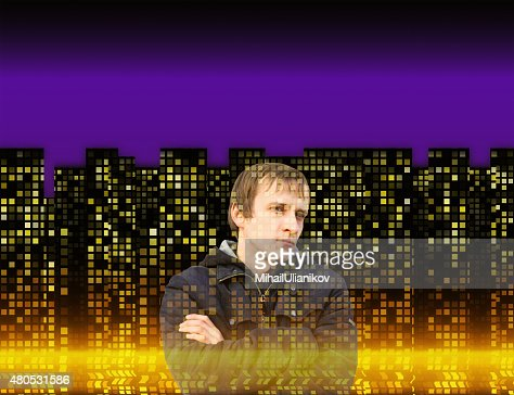Mann in vielen leuchtenden Fenstern der Häuser bei Nacht Hintergründe : Stock-Foto