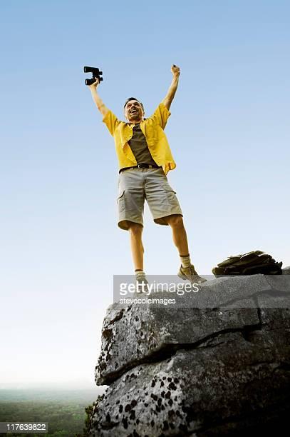 Mann oben auf dem Berg