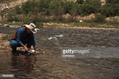 Man panning for gold on the South Platte River : Stock Photo