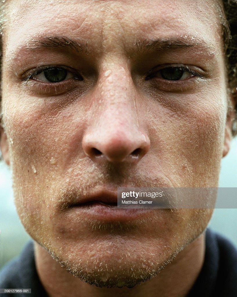 Man perspiring, portrait, close up : Foto stock