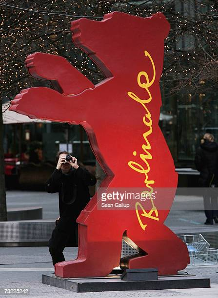 A man photographs the Berlinale bear at Potsdamer Platz February 6 2007 in Berlin Germany The 57th Berlinale International Film Festival will open...