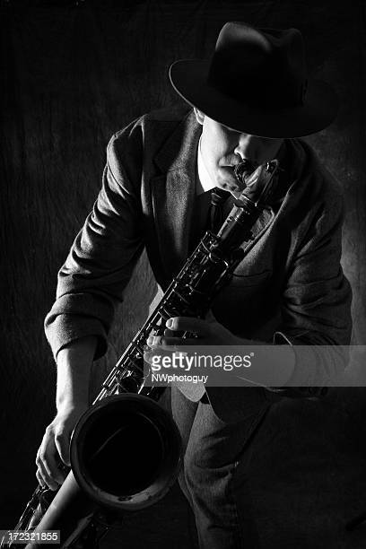 Man playing jazz on the saxophone