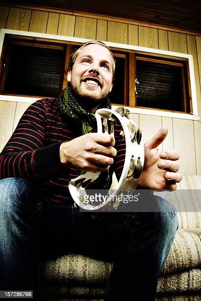 man playing タンバリン