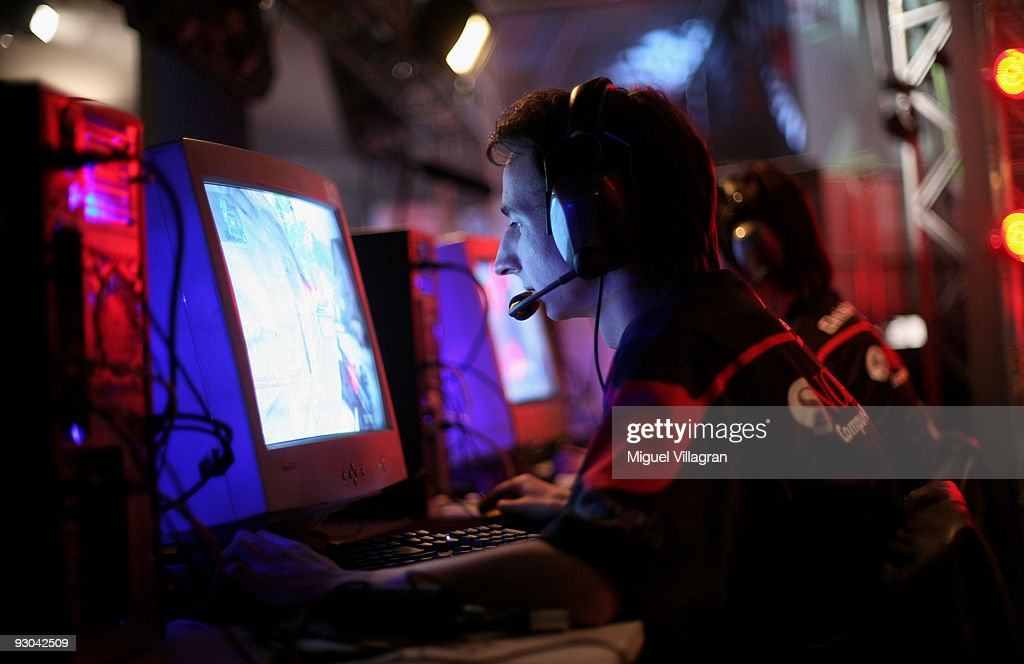 A man plays Counter Strike during the 'Intel Friday Night Game' organized by the Electronic Sports League at Tonhalle on November 13, 2009 in Munich, Germany. Germany's best electronic sports teams meet to play against each other. (Photo by Miguel Villagran/Getty Images))