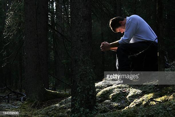 男性祈るの森