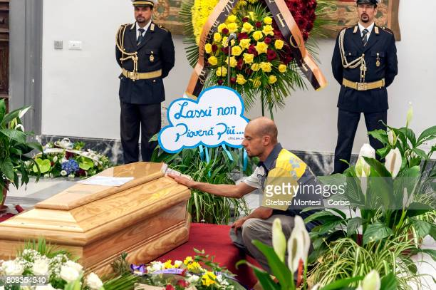 A man prays in front the coffin of Italian actor Paolo Villaggio lying in repose at Rome's city hall on July 5 2017 in Rome Italy Paolo Villaggio...
