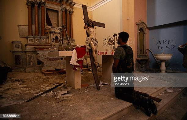 A man prays in the city of Knin recently reconquered by the Croatians