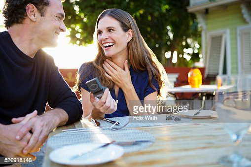 Man proposing to woman : Stockfoto