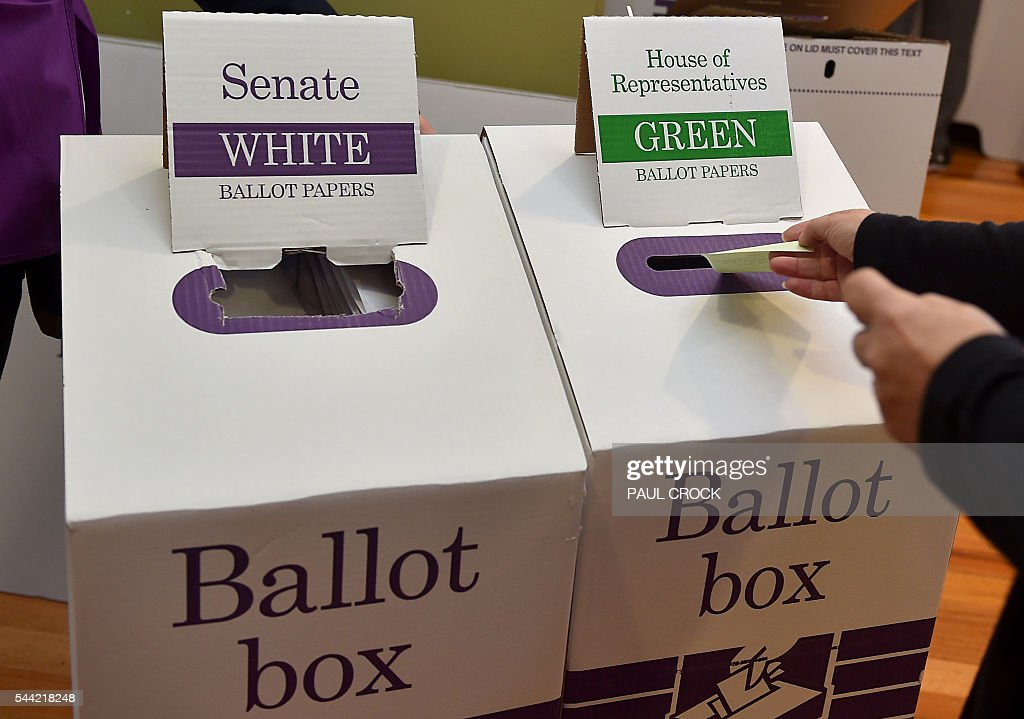 A man puts his voting paper in the ballot box for the Australian Federal Election in Melbourne on July 2, 2016. Australia is voting in a general election which is expected to be a close race between the ruling Liberal-National coalition and the opposition Labor Party. / AFP / Paul Crock