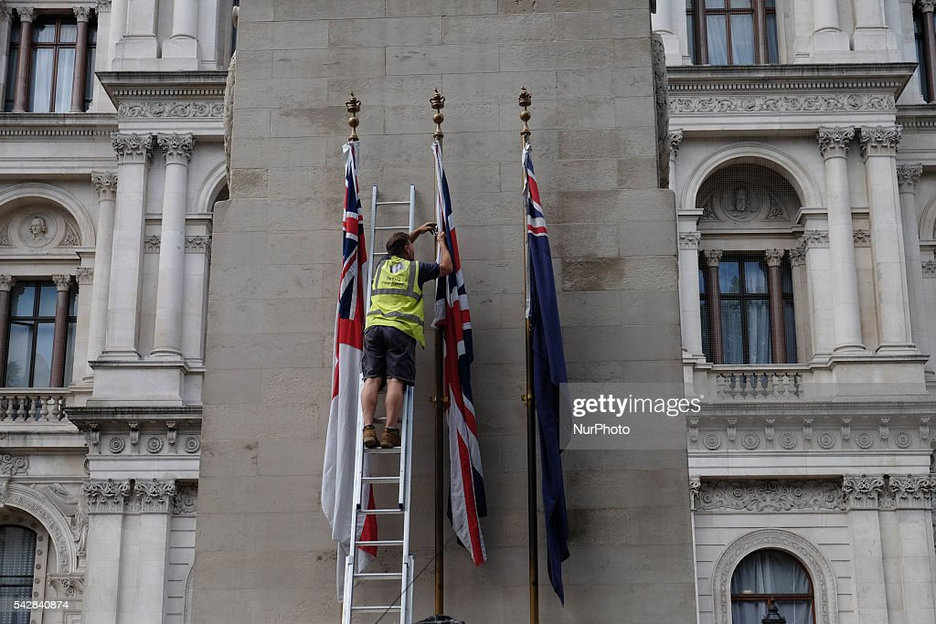 A man puts the british flag around Downing street, London, on 24 June 206, in the aftermath of 'Brext'