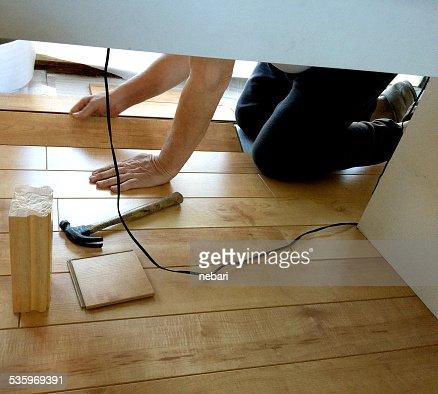 Man putting in laminate floor : Stock Photo