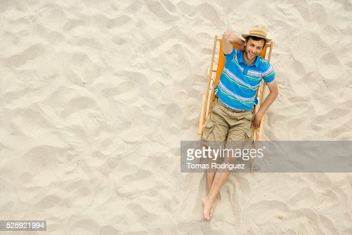 Man Relaxing on a Beach : Stockfoto