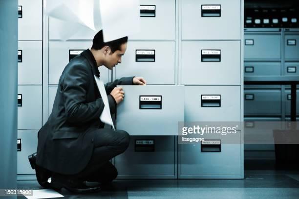 Mann Suche Dokumente