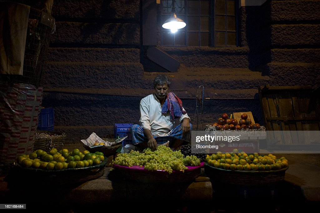 A man sells fruit on the street in Kolkata, India, on Tuesday, Feb. 19, 2013. India, which generates 57 percent of its electricity from coal, plans to add 118 gigawatts of capacity in the five years ending March 2017, said I.A. Khan, energy adviser at the Indian government's Planning Commission. Photographer: Brent Lewin/Bloomberg via Getty Images