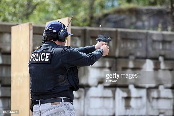 Homem de 9 mm Revólver disparar Intervalo de