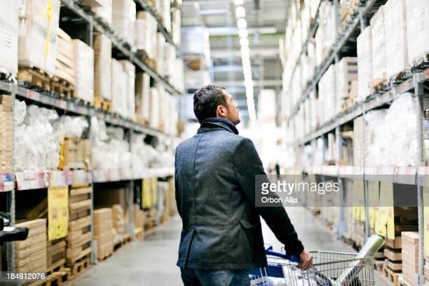 Uomo shopping