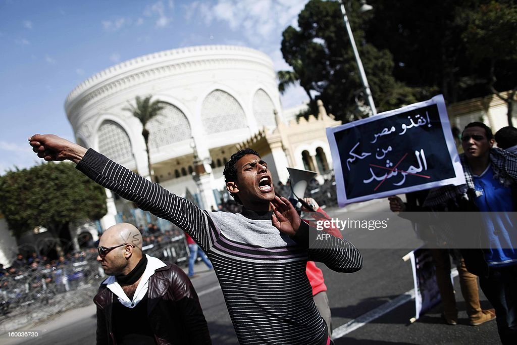 A man shouts slogans during a protest in front of presidential palace to demand change, two years after the uprising that ousted Hosni Mubarak and ushered in an Islamist government on January 25, 2013 in Cairo. Marches from several parts of the capital headed for Tahrir Square, with protesters carrying huge Egyptian flags in scenes reminiscent of the 2011 protests. AFP PHOTO / MAHMOUD KHALED