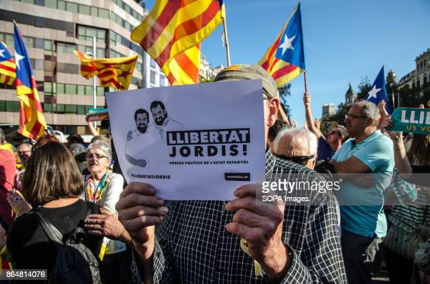 A man shows a sign calling for the release of detainees About 450000 people have been focused to support the Government and the Catalan institutions...