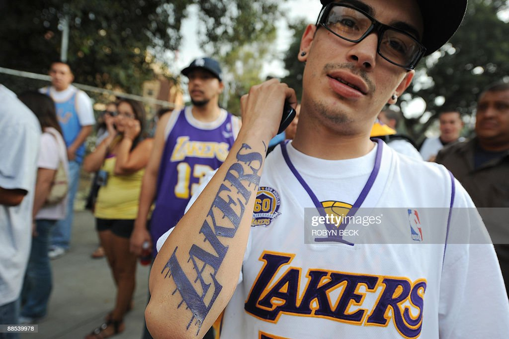 A man shows off his Los Angeles Lakers tattoo as fans await the start of the Lakers victory parade celebrating their 2009 NBA championship, in downtown Los Angeles, California on June 17, 2009.