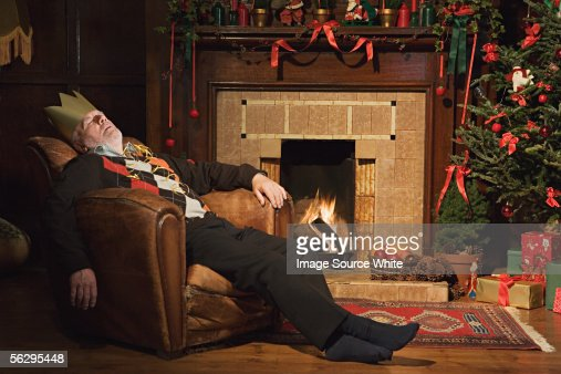 Man sleeping by fireplace : Foto de stock
