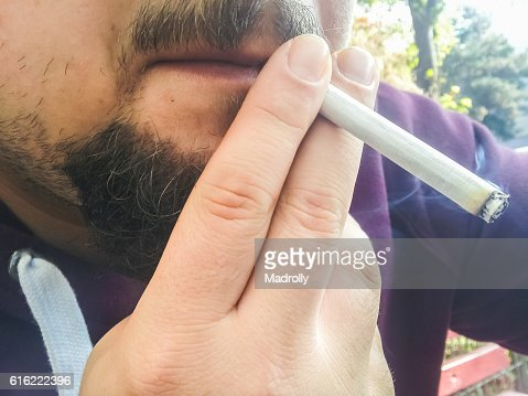 Man smoking. Closeup to mouth : Stock-Foto