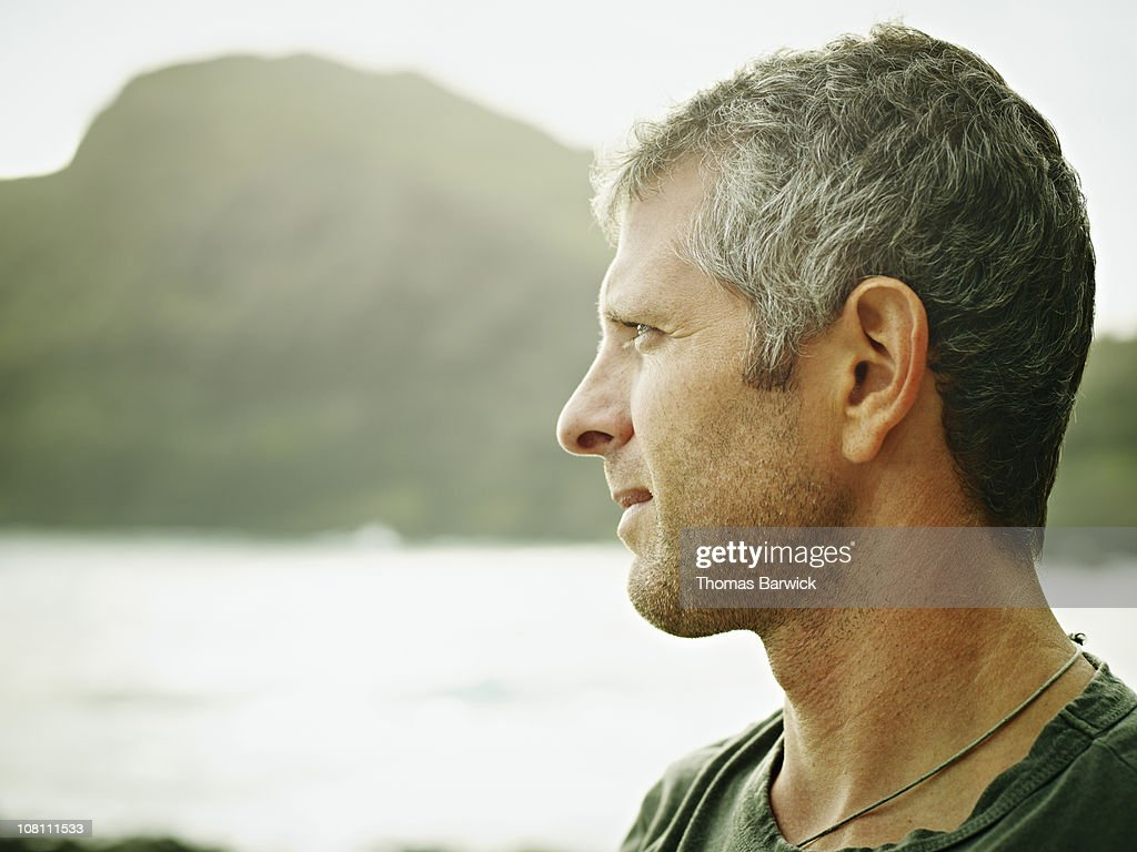 Man standing on tropical beach looking out : ストックフォト