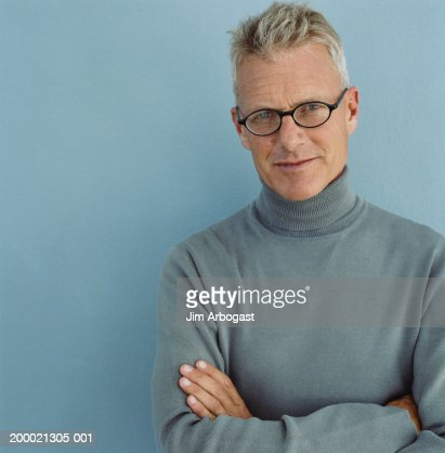 Man standing with arms folded, portrait : Stock Photo