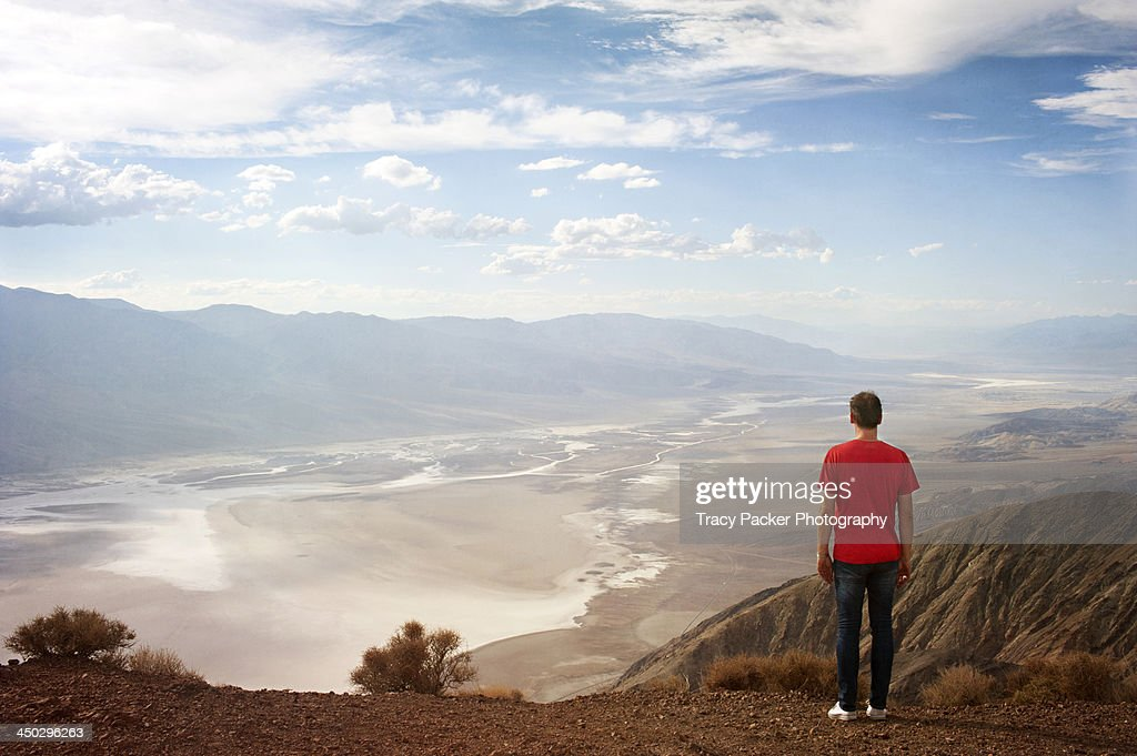 A man stands at Dante's View, Death Valley