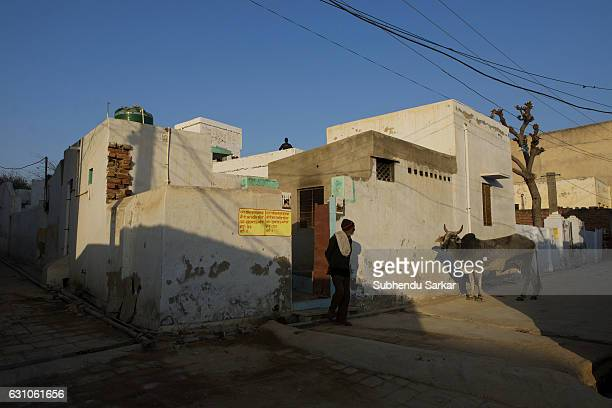 SEKHAWATI MANDAWA RAJASTHAN INDIA A man stands in front of a house