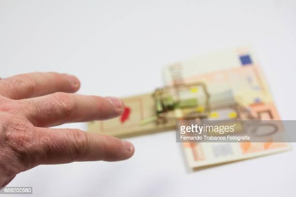 Man steals euro banknote