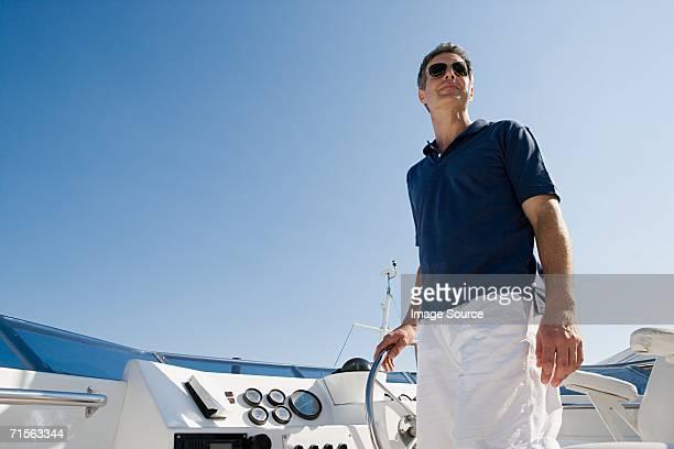 Uomo volante di uno yacht