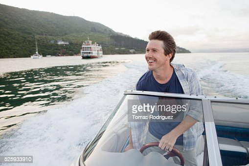 Man steering motorboat : Foto de stock