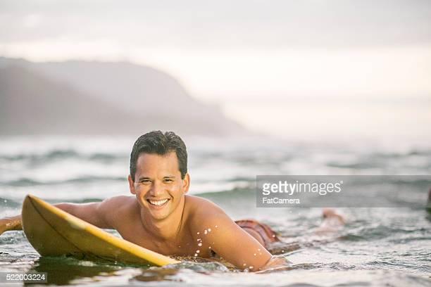 Uomo Navigando nelle Hawaii