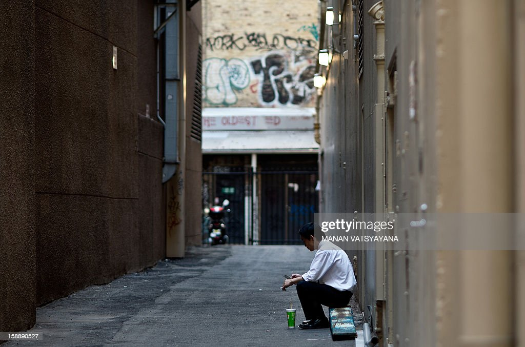 A man takes a break from work in an alley in Sydney on January 3, 2013. Sydney's ranking has consistently been placed in the top 10 liveable cities in the world, scoring well for having low pollution levels and abundant green spaces. AFP PHOTO/ MANAN VATSYAYANA