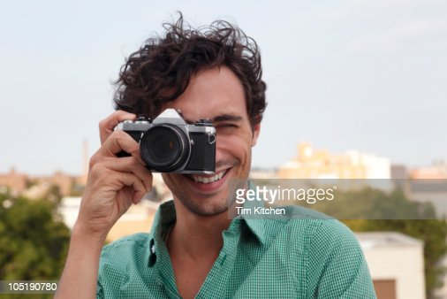 Man taking picture, smiling : Foto de stock