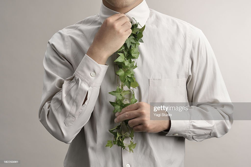 Man to tie the use of green