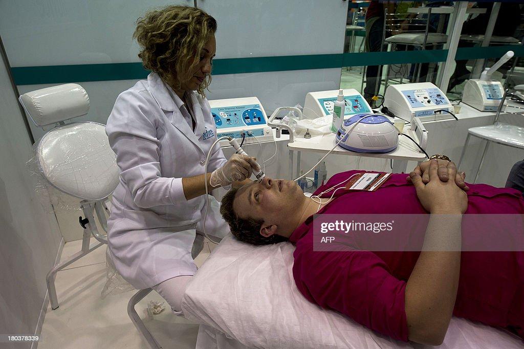 A man undergoes a special facial treatment at a beauty fair in Sao Paulo, Brazil, on September 10, 2013. AFP PHOTO / NELSON ALMEIDA