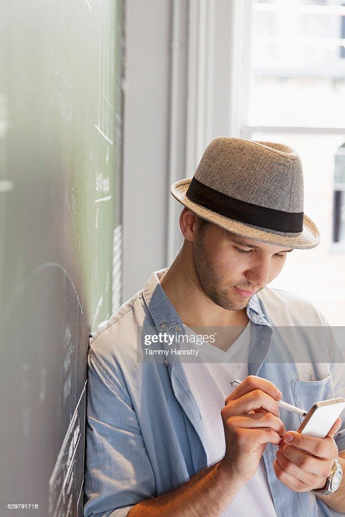 Man using smartphone : Stockfoto