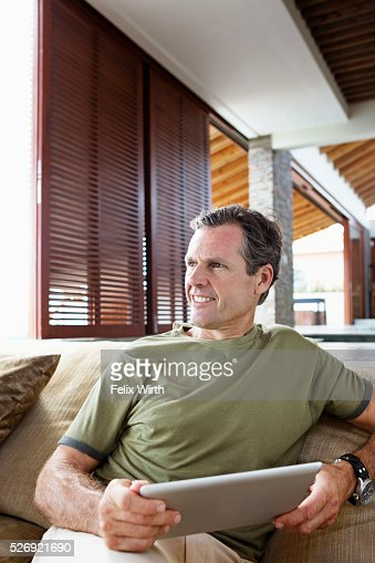 Man using tablet pc at home : Foto stock