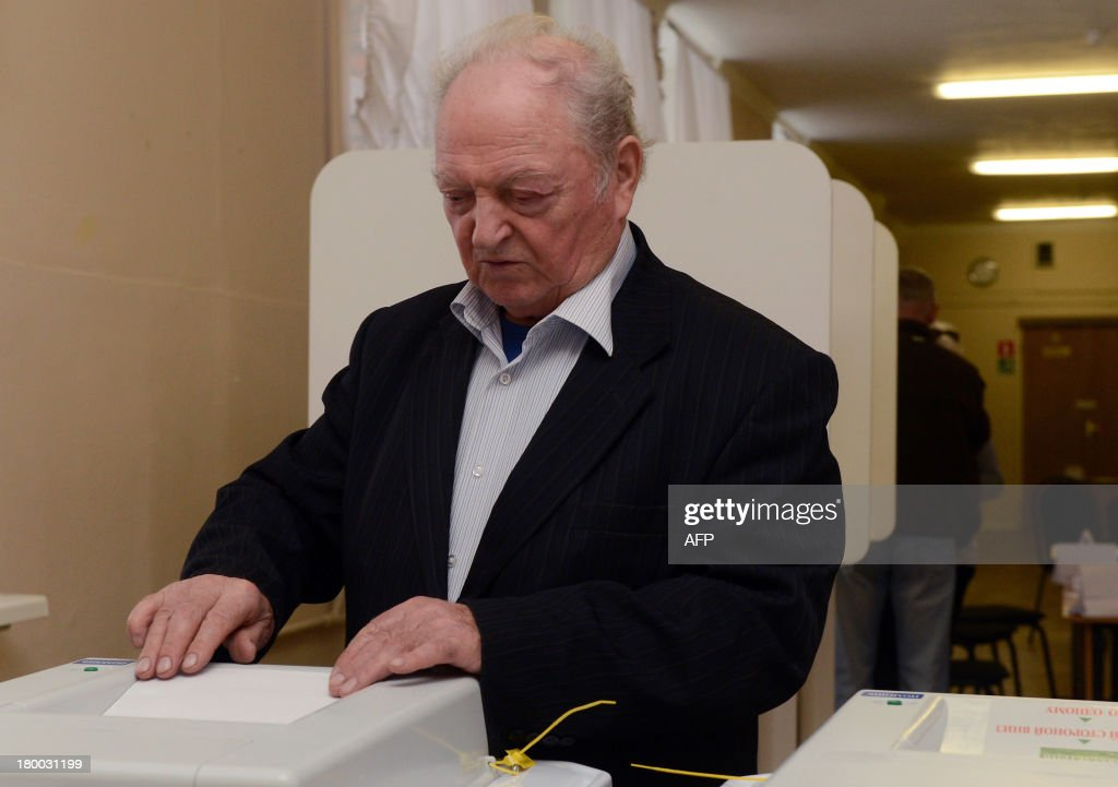 A man votes at a polling station during a mayoral election in Moscow, on September 8, 2013. Top critic of President Vladimir Putin, Alexei Navalny, faced today a Kremlin-backed incumbent in a hotly contested Moscow mayoral poll, the first time an opposition leader has been allowed to stand in a high-profile election.