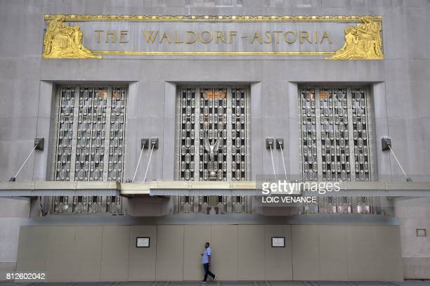 A man walks in front of the WaldorfAstoria building downtown Manhattan on July 4 2017 in New York City / AFP PHOTO / LOIC VENANCE