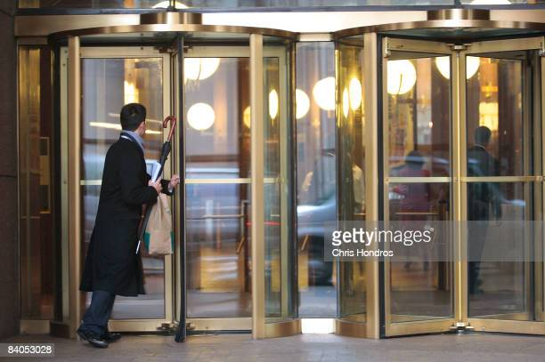 A man walks into the Goldman Sachs headquarters building December 16 2008 in New York The storied financial firm on December 16 posted its first loss...