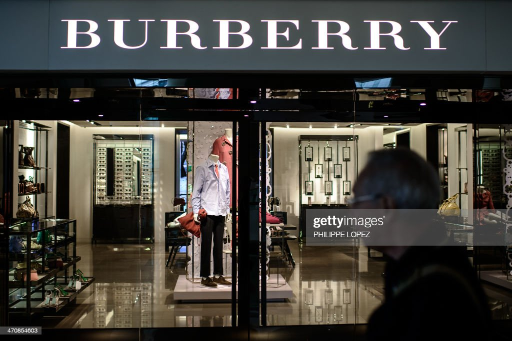 A man walks past a Burberry store in Hong Kong on February 21, 2014. A brazen shoplifter has helped himself to an alligator-leather coat worth nearly HKD1 million (USD130,000) from a flagship Burberry store in one of Hong Kong's busiest shopping districts, police said on February 21. AFP PHOTO / Philippe Lopez