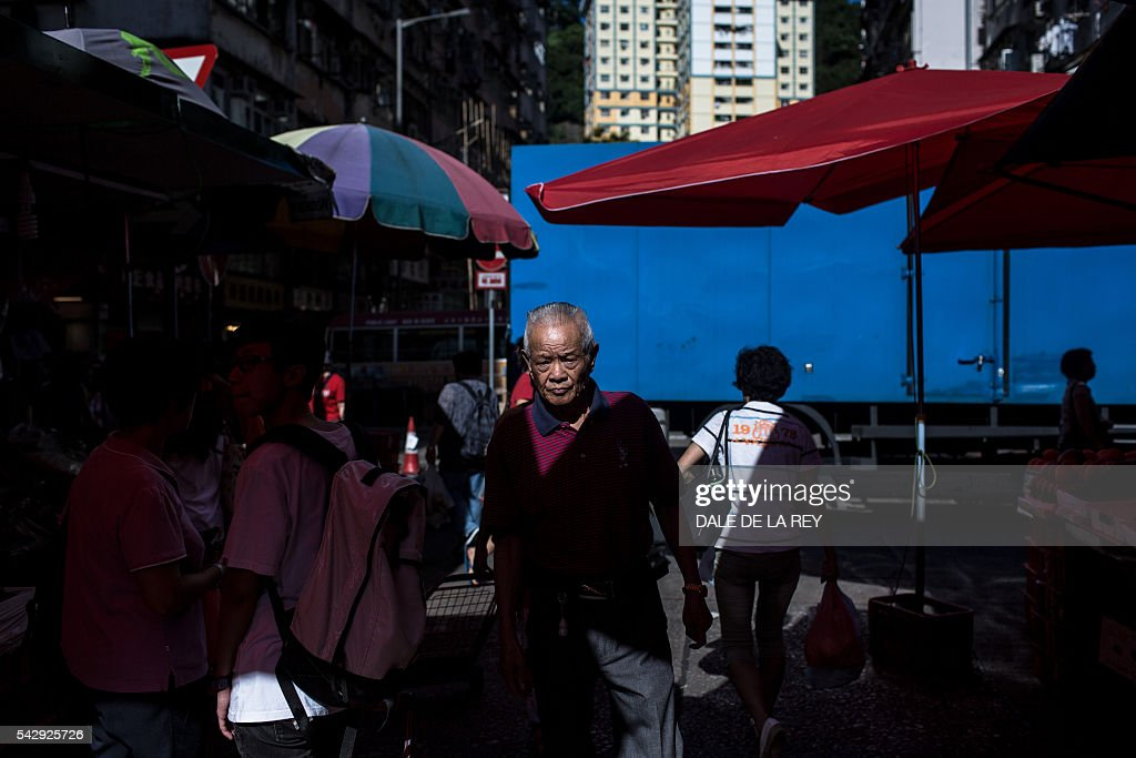 A man walks through a traditional wet market in Hong Kong on June 25, 2016. / AFP / DALE