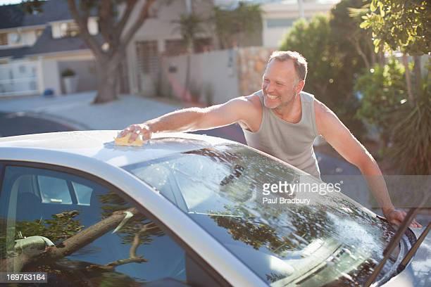 Mann Waschen Auto